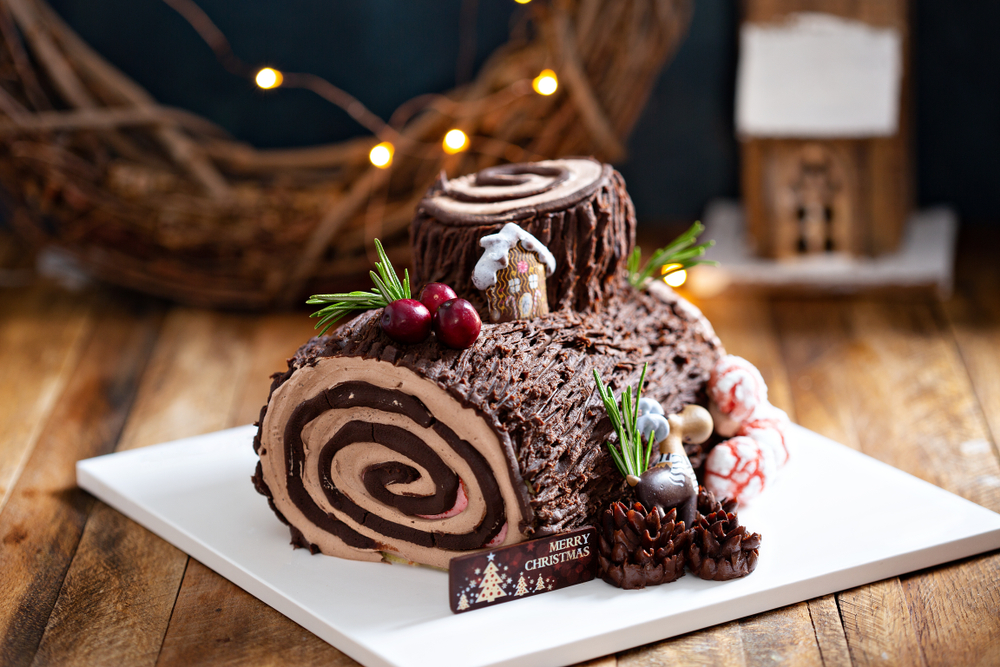 Yule,Log,Roll,Cake,For,Christmas,Decorated,With,Chocolate,Ganache