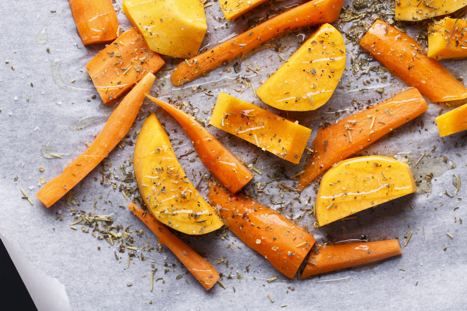 Chopped,Fresh,Carrot,And,Pumpkin,With,Herbs,And,Olive,Oil.